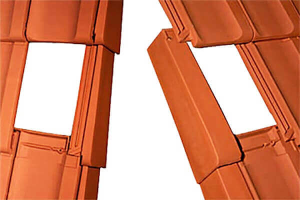 Primer vgradnje levega in desnega krajnika, izrez na strešniku prikazuje pot vode iz stranskega kanala nazaj na površino strešnika.