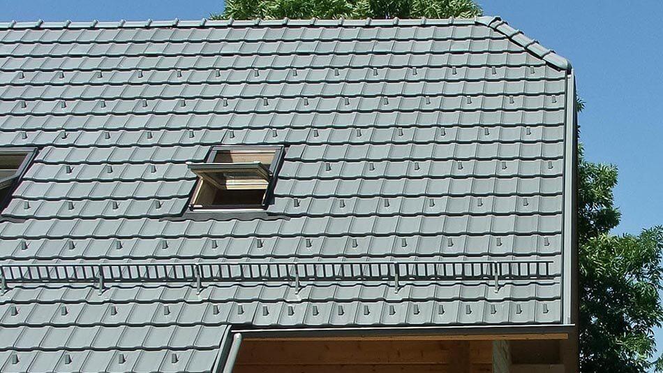 Jungmeier Cosmo platinasto siva engoba - streha z točkovnimi in linijskimi snegolovi