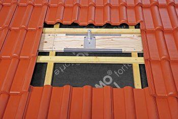 Klöber: pritrditev solarnega nosilca na strešno podkonstrukcijo